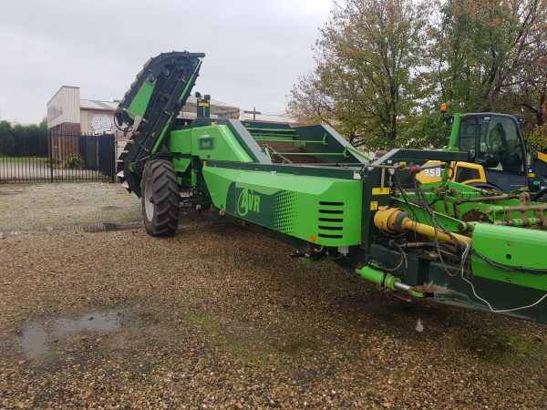 20200430 090735 600x450 - AVR ESPRIT 2 Row Trailing Harvester